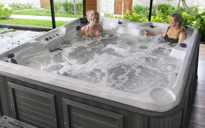 Whatspa award Arctic Spas Baffin and Timberwolf most popular spa for holiday lets!